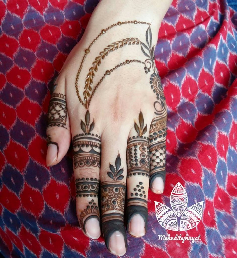 Long Strings Attached From The Mehendi Designs