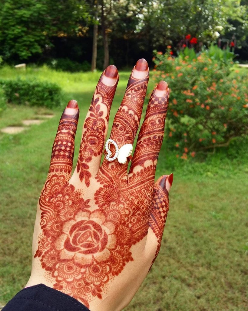 Rose Mehendi Centre Piece For The Back Of Your Hand