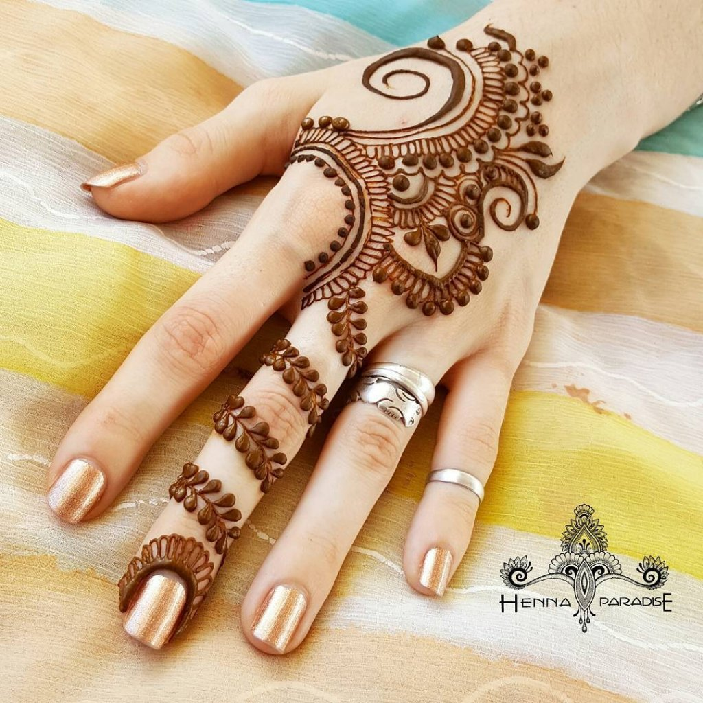 Simple And Short Leaf String Arabic Mehendi Design