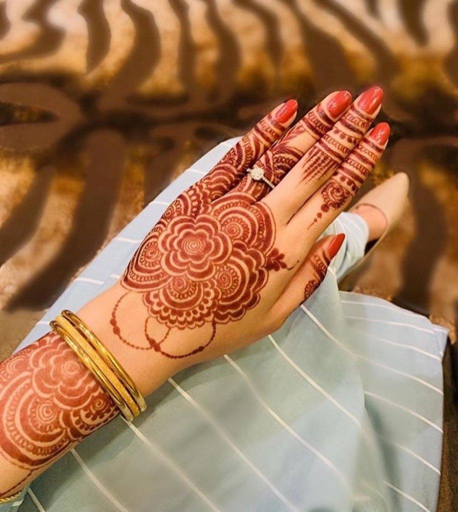 Simple Circular Flower Mehendi Designs