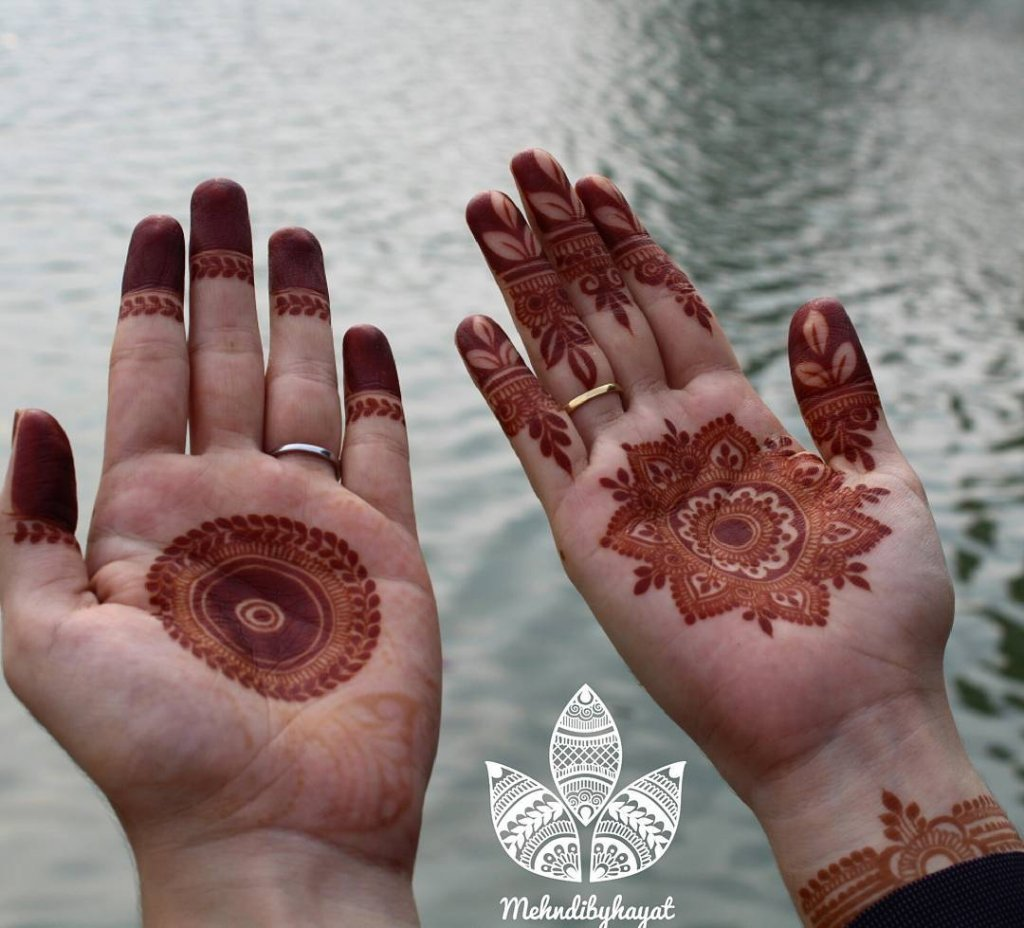 Simple Filled In Mehendi Chakkar With A Leaf Branch Outside