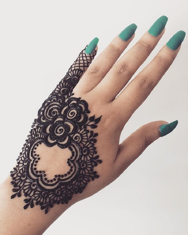 Arabic Rose Mehendi With Contrasting Nail Paint