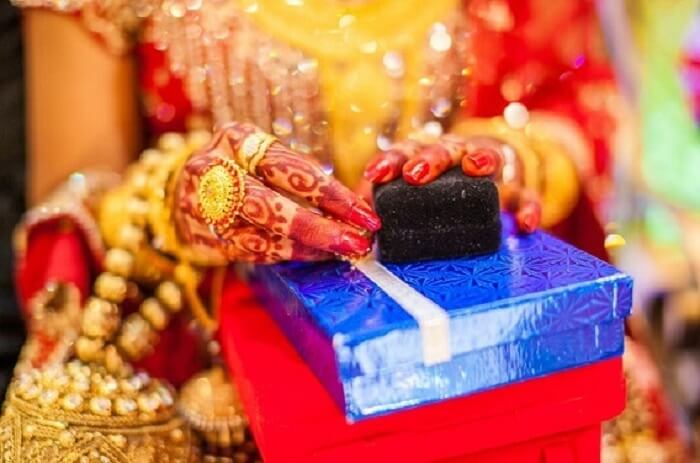 gift collection in Indian wedding traditional game
