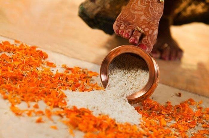 traditional gujarati wedding grih pravesh