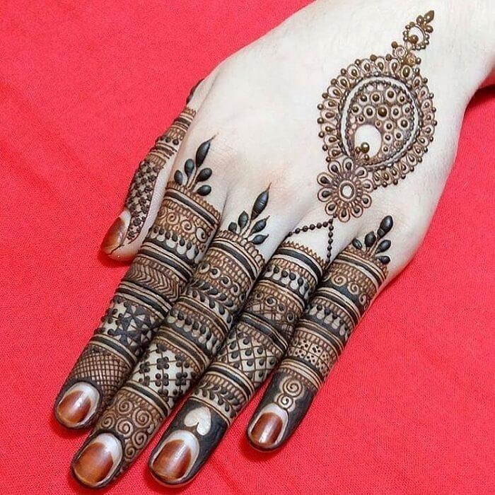 heart shaped mehandi designs on finger