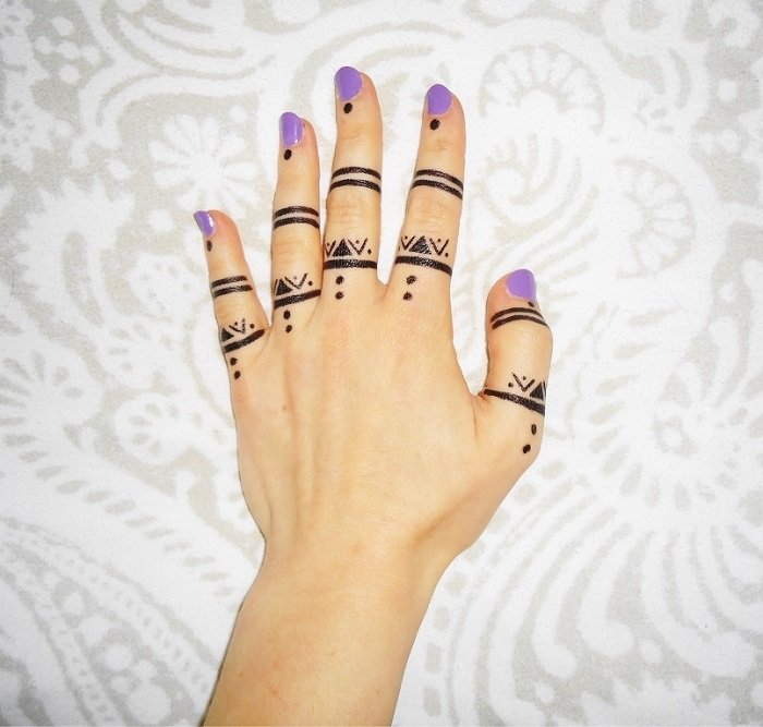 minimal mehndi designs or fingers