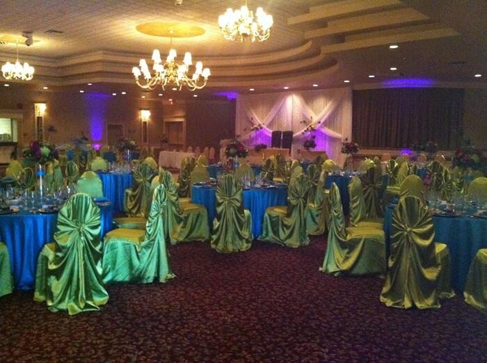 peacock wedding decor