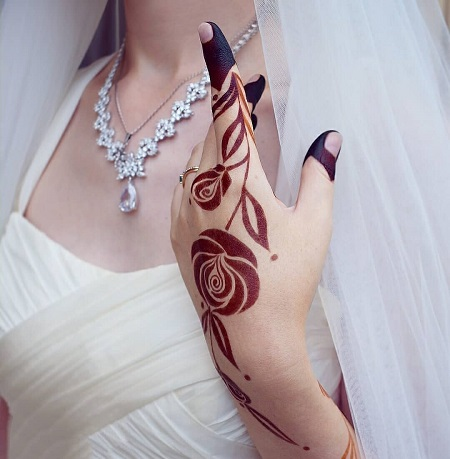 #31 Unique And Beautiful Rose Mehndi Designs For D-Day!