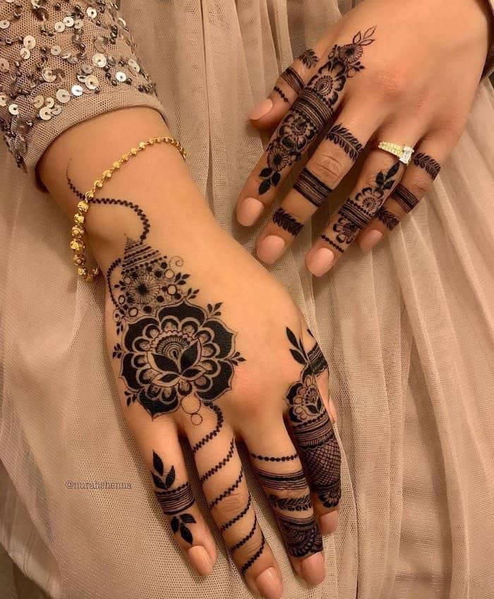 Arabic Lace finger mehndi design