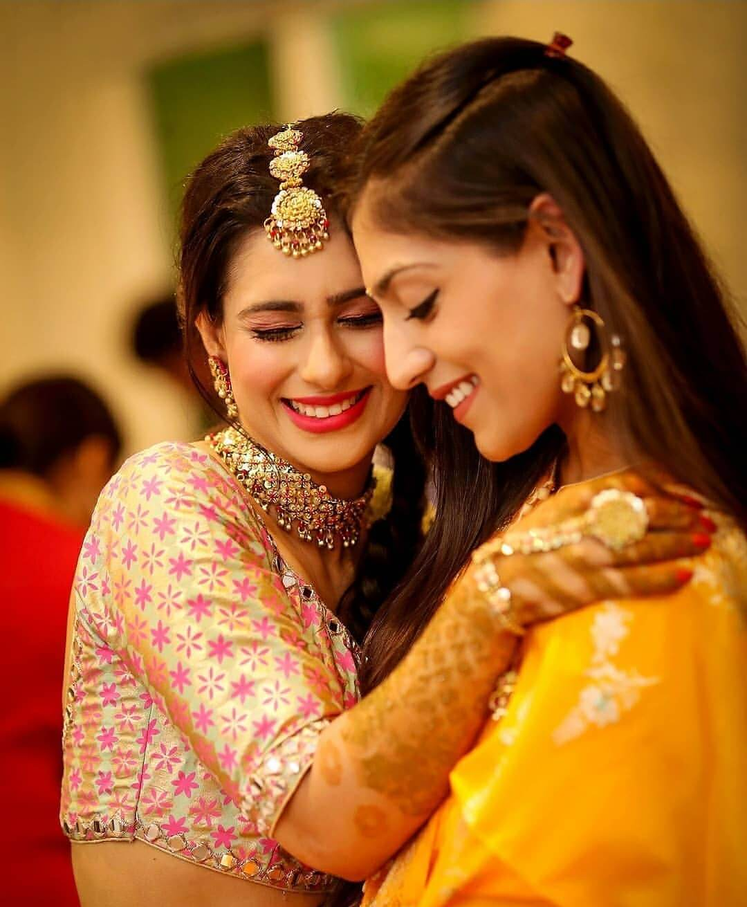 Top 13 Cute And Funny Thoughts That Every Bride's Sister Has!