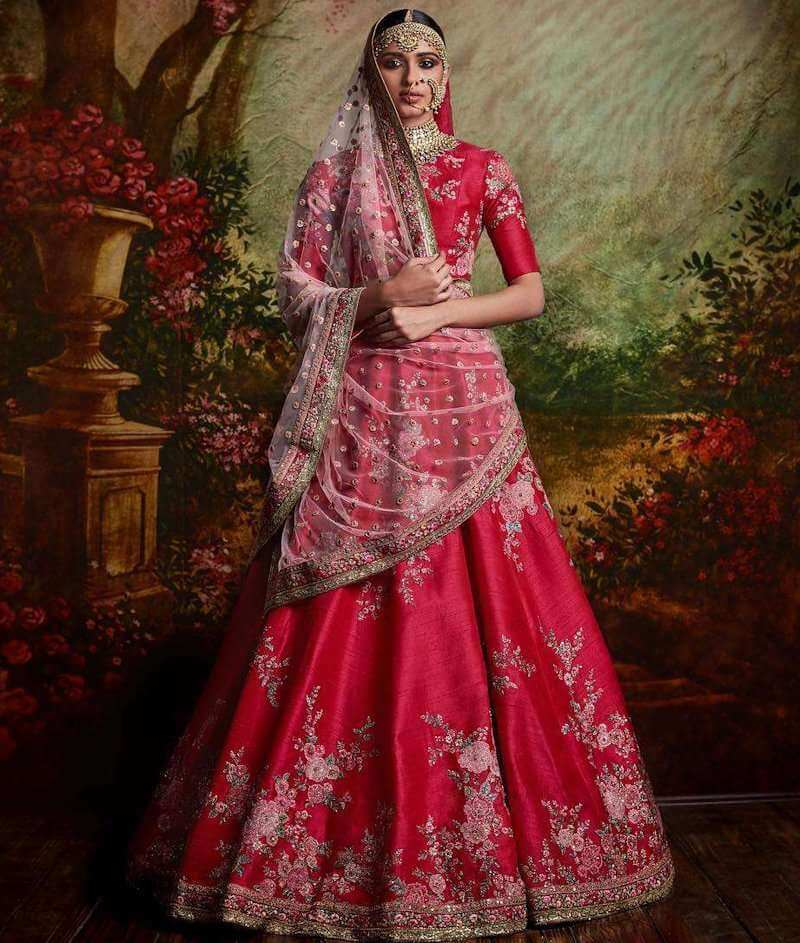 Brides' Different Wedding Outfits From Around The World