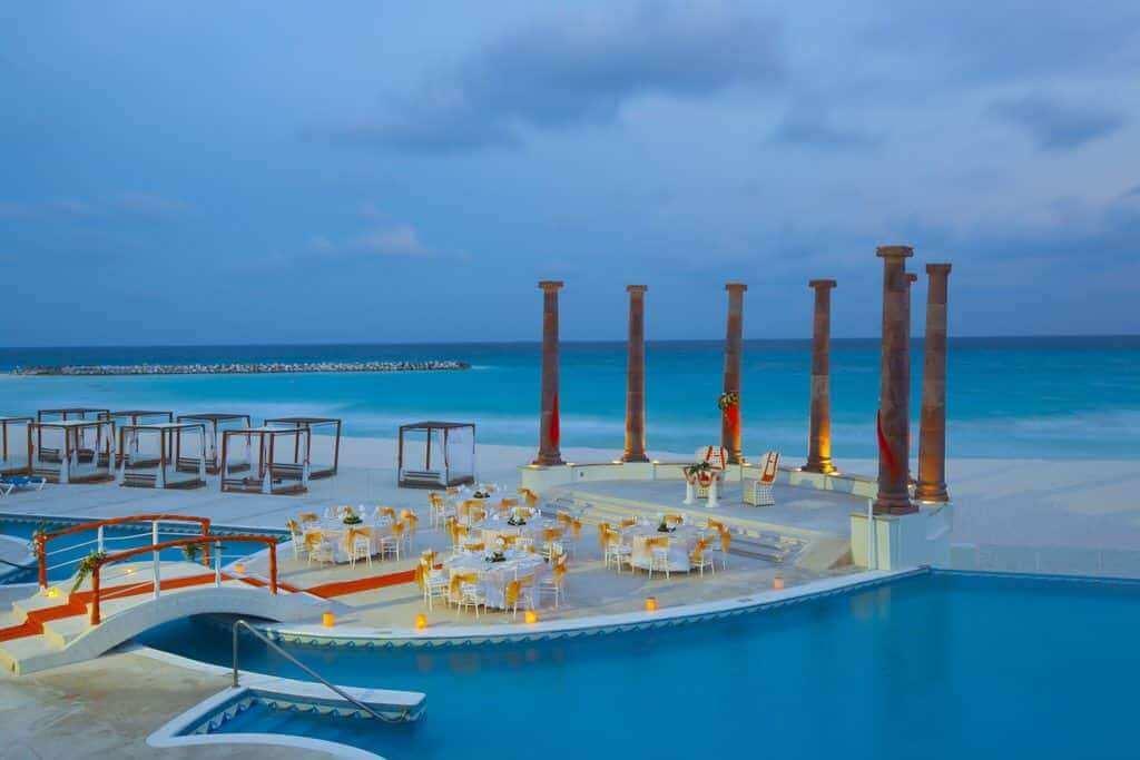 11 Ethereal & Buzz-Worthy Beach Wedding Ideas To Plan A Perfect Beach Wedding