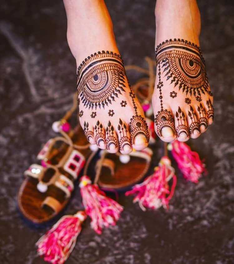 Top 111+ Evergreen And Simple Mehndi Designs For Legs \u0026 Foot