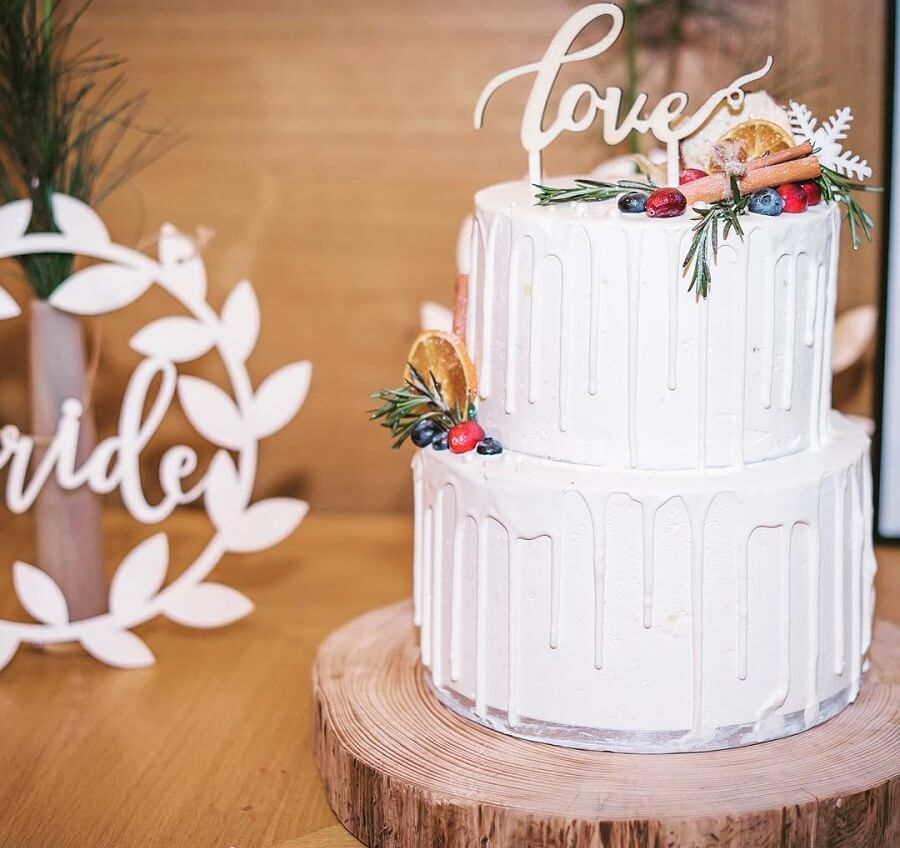 7 Wedding Cakes That Are Perfect For A Winter Fairytale Wedding
