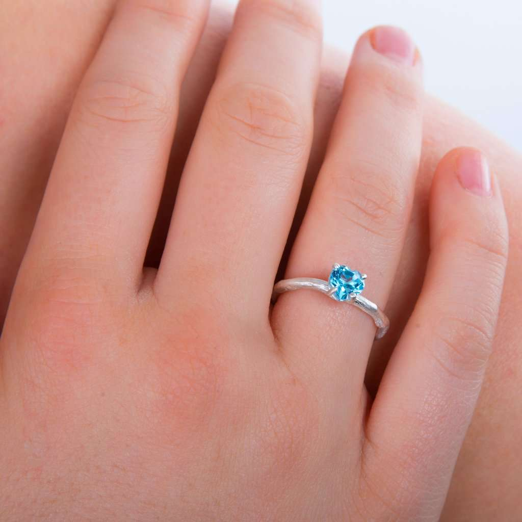 8 Gemstones for Your Engagement Ring to Bring Happiness, Love, and Passion in Your Married Life