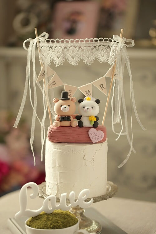 Some Amazing Wedding Cake Toppers That'll Be A Great Addition To Your D-Day Cake