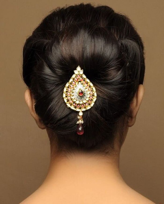 Quirky Wedding Hairstyle: 7 Quirky Wedding Hair Brooch Designs For The Perfect