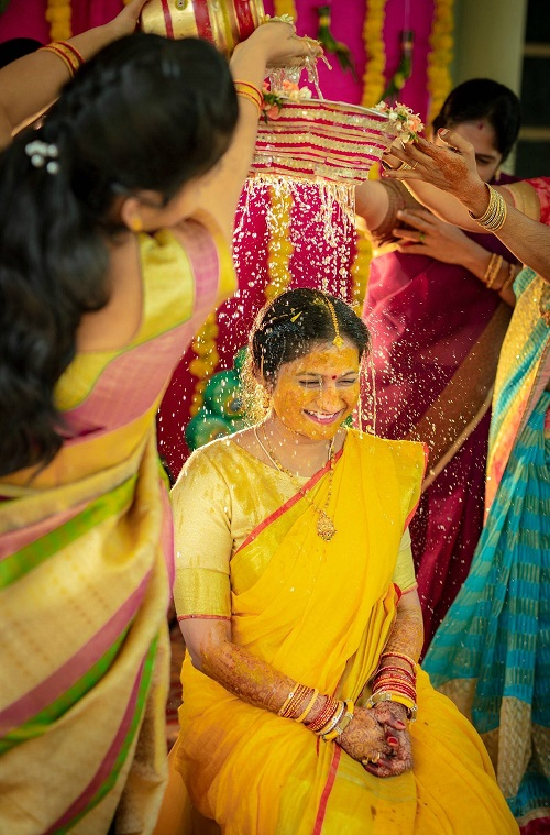 30 Resplendent Mangala Snanam Pictures From Beautiful South Indian Weddings