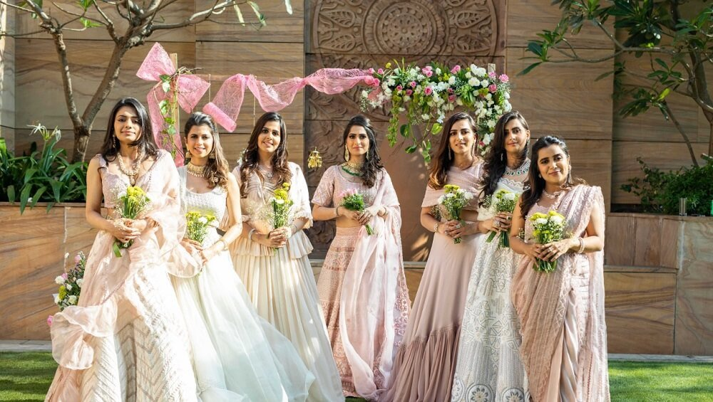 These Bridesmaids in Unmatched Outfits Are Simply Winning Our Hearts
