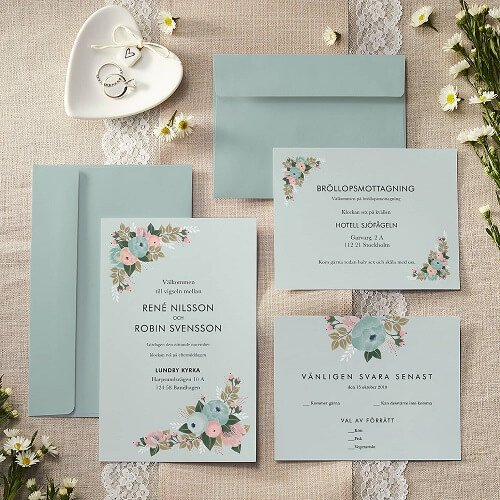 Invite Your Guests With Some Strikingly Beautiful Personalised Wedding Invitations