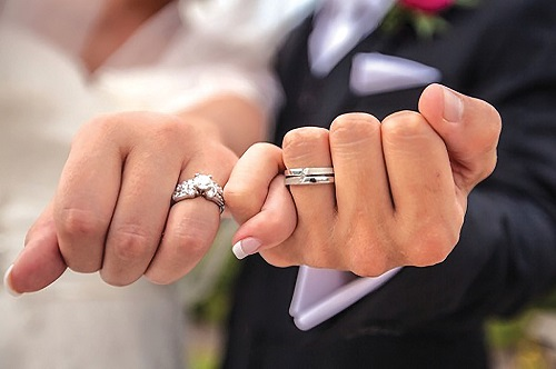11 Dazzling Wedding Ring Designs for the To-Be-Wed Coup...