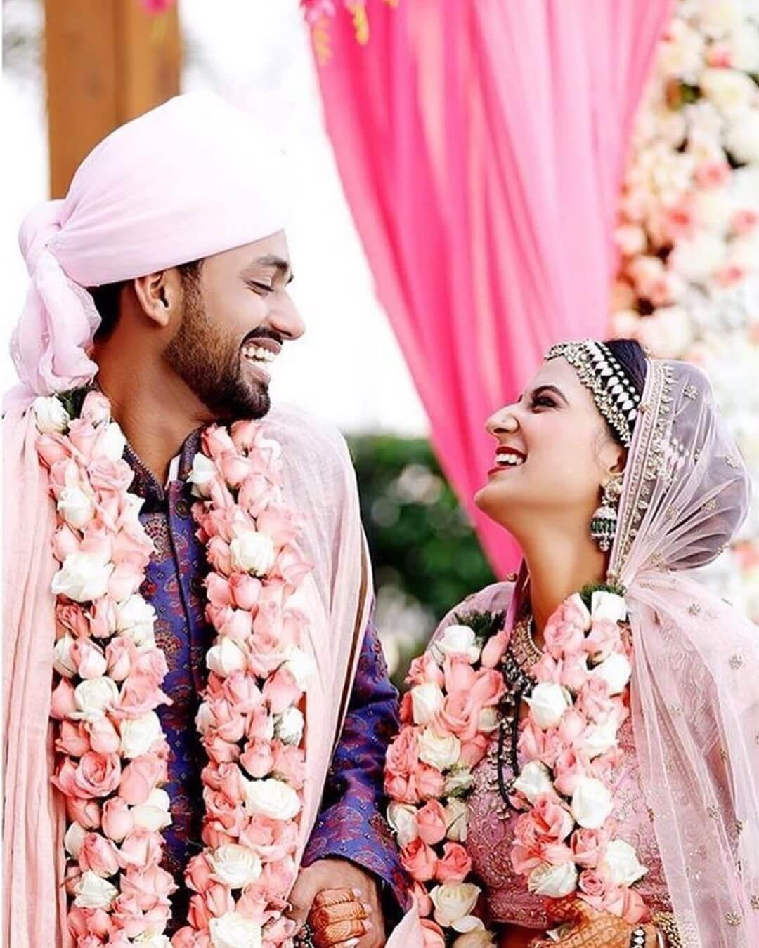 21 Ravishing Wedding Varmala Designs To Flaunt Gracefully This Wedding Season