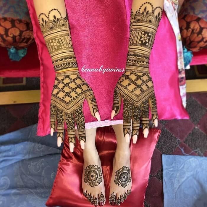 Attractive Grid-Style Mehndi