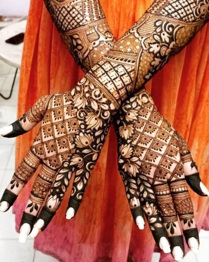 Trending Lotus Henna