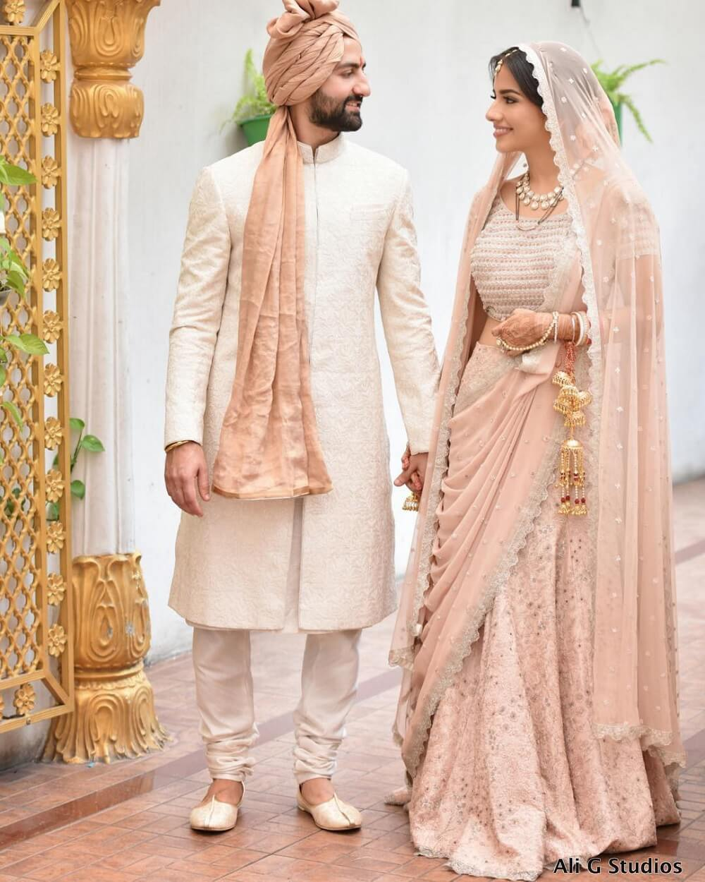 Couple's Wedding Dress Combinations: A Complete Guide To Matching and Mismatching The Bridal Attire With The Groom One