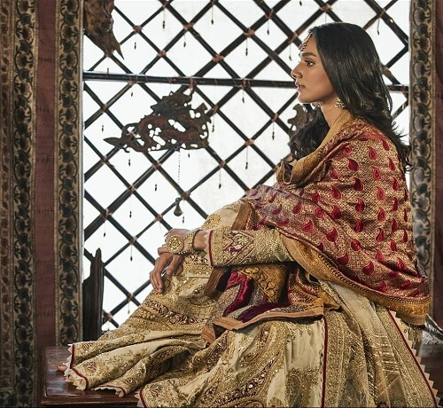 Sensational Wedding Dresses By The New Trendsetters: Rimple and Harpreet Narula