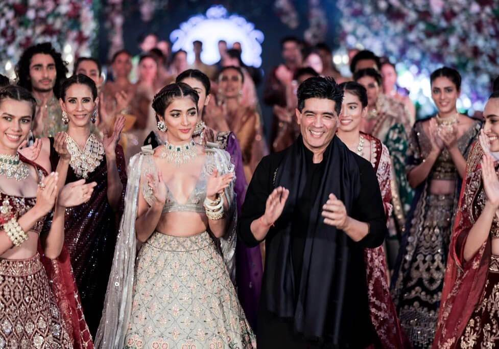Throwback To Manish Malhotra 2019 Collections With Stunning Bollywood Celebrities As Show Stopper
