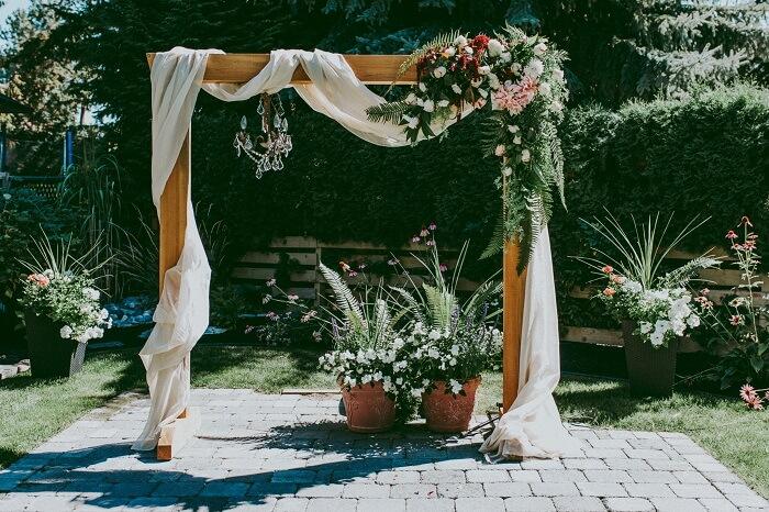 Dazzling Archway Decoration Ideas: Amp up Your Wedding Decoration