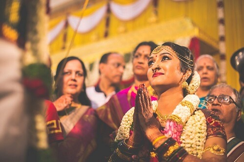 Mesmerizing Candid Photography in Weddings: Natural & True Moments of Couples
