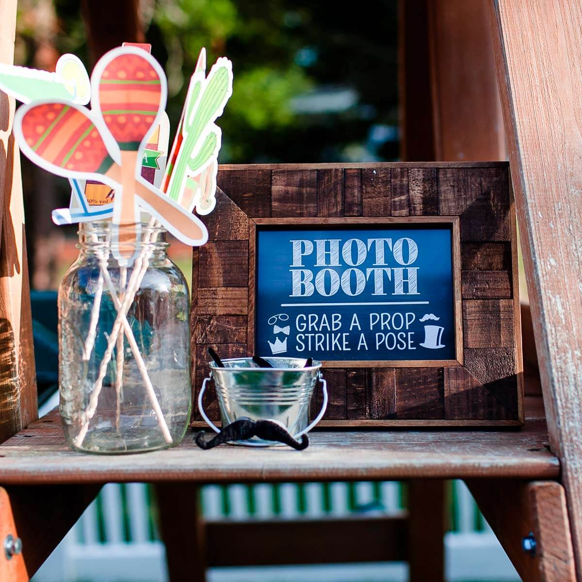 2020 Creative Wedding Photobooth Ideas for Weddings: Deck up and Flower up Wedding Venue
