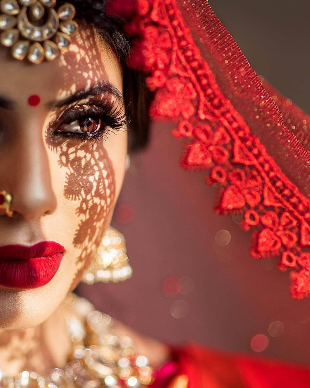Magnetic Dark Lip Makeup for Brides for Their Wedding: Bridesmaids Could Go Too!