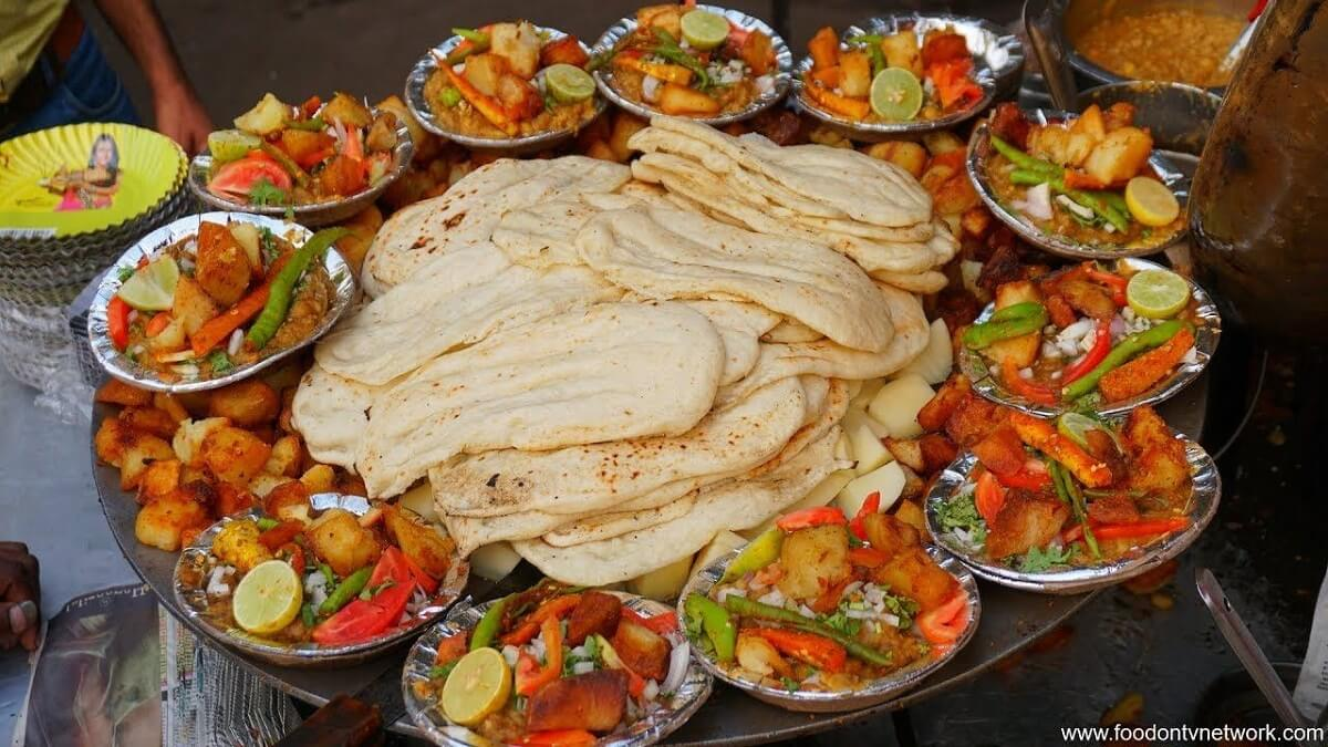 10 Delicious Street Foods to Consider for Wedding Catering in Delhi