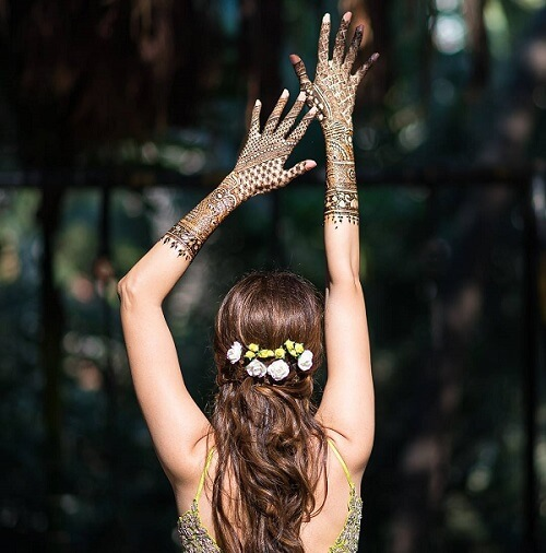 20+ Fun Bridal Mehndi Poses You Wouldn't Want to Miss...