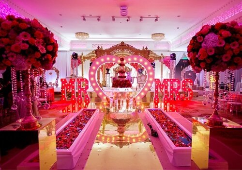 Inspirational Valentine's Day Wedding Ideas: Theme Deco...