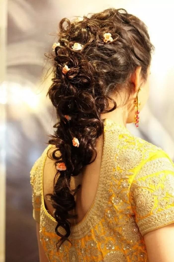 20+ Bridal Hairstyles For Mehndi and Sangeet Function You Must Try at Your Wedding!