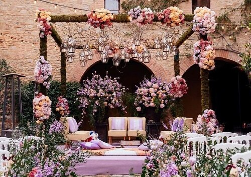 Enlighten Your Day with These Enthralling Mandap Décor...
