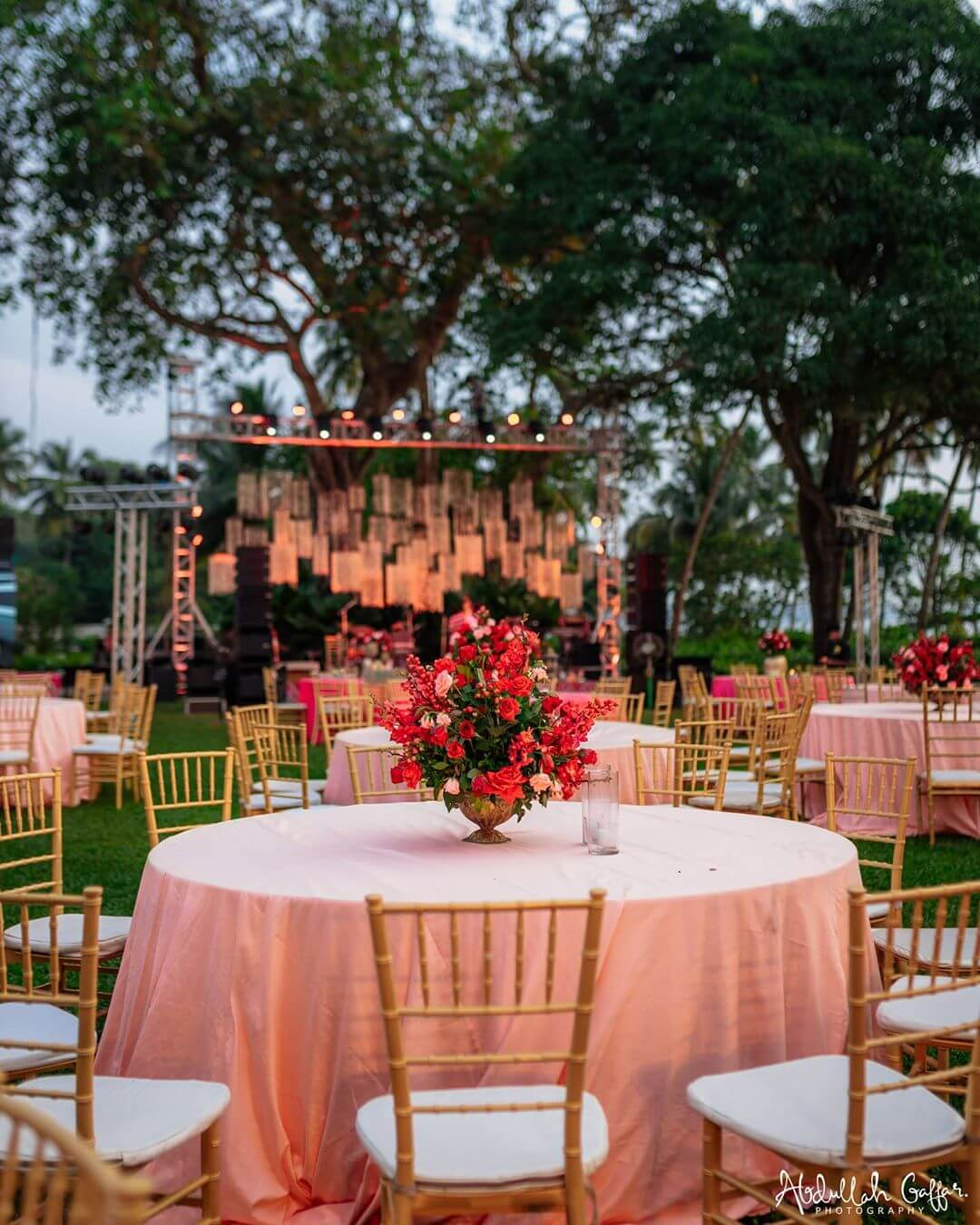 30+ Pretty Table Centerpieces Ideas to Level up Your Wedding Game