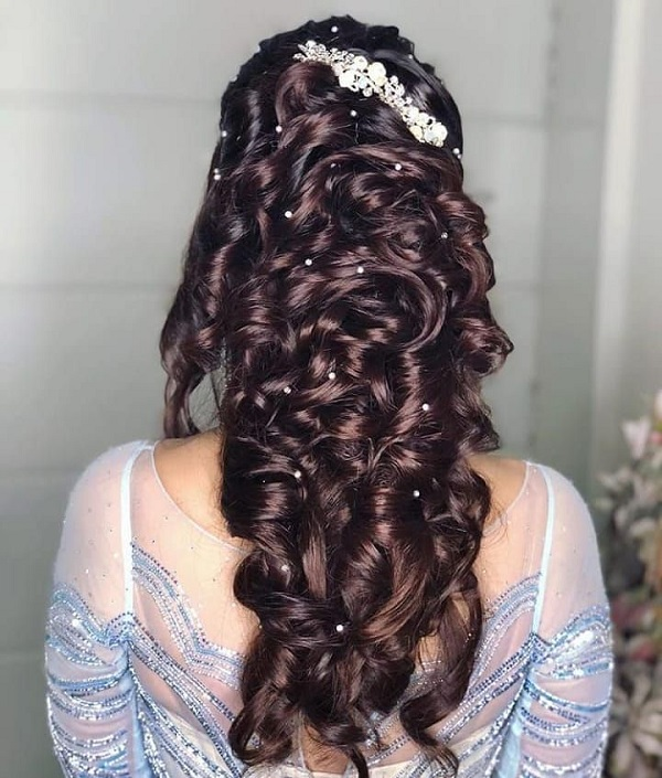 Curly Hairstyle For Brides That Are Perfect To Flaunt At Big-Fat Indian Weddings!