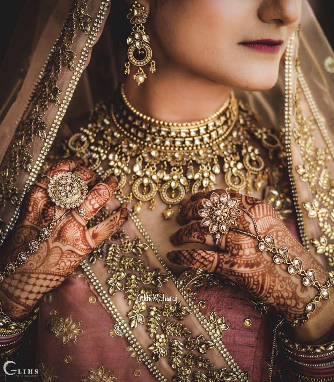45+ Ravishing Hathphool Designs Perfect for The Stellar Brides of 2020