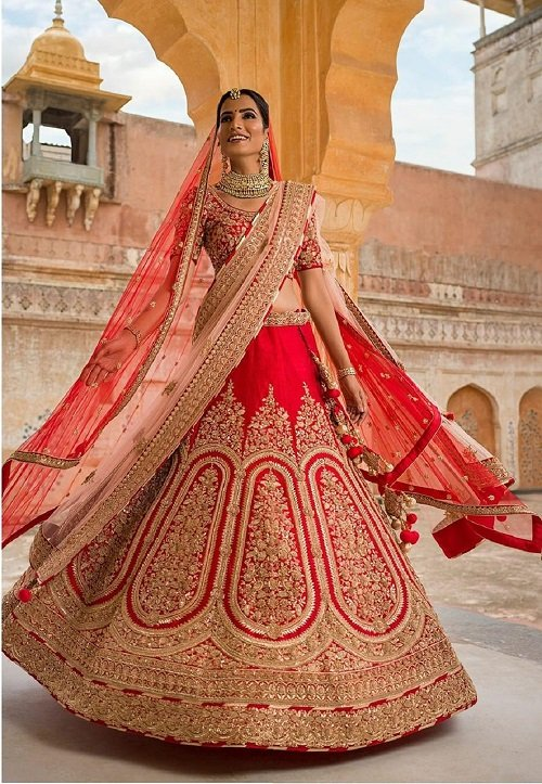 Stunning Bridal Looks For Weddings With Heavy Bridal Lehengas